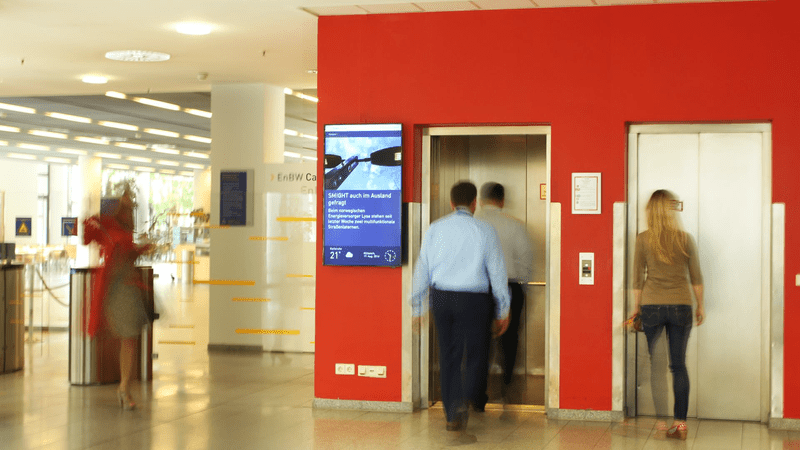 Digital Signage For Businesses: How It Improves Corporate Communications